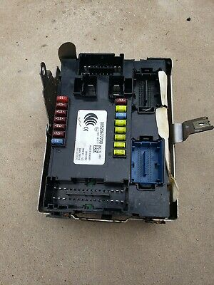 In Dash Fuse Junction Box Fits 2015-2018 Jeep Renegade 2.4 4x4 oem 00520677730