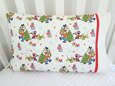 Mickey Mouse & Friends Christmas print toddler pillowcase - White / Red