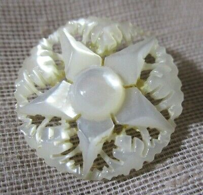 VTG CARVED & ETCHED PIERCED 5-ARMED STAR MOTHER OF PEARL BUTTON RAISED CTR 21mm