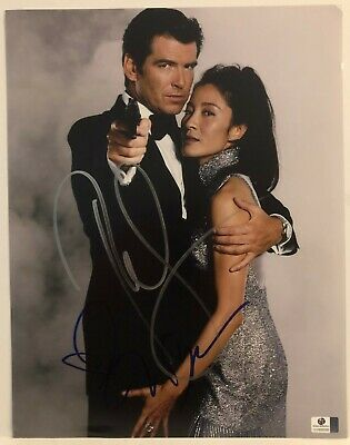 Pierce Brosnan & Michelle Yeoh Signed 11X14 Photo (James Bond) Global Authentics