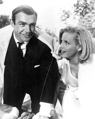"""8X10 PHOTO OP-121 SEAN CONNERY /& SHIRLEY EATON IN THE FILM /""""GOLDFINGER/"""" BOND"""