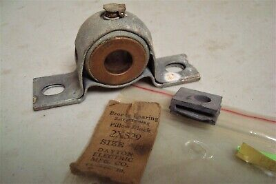 "DAYTON 2X529 Pillow Block Bronze Bearing,Ball,5/8"" Bore.( Lot 794)"