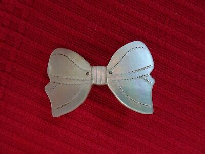 Lovely Antique Vintage Art Deco Style Carved Mother of Pearl Bow Brooch