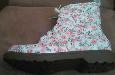 Cute NEW Arizona Jean Co Women's Girls Size 7.5 Floral White Pink Green Boots