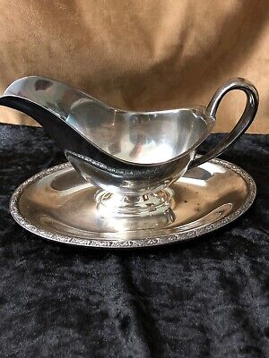 SILVER PLATE GRAVY/SAUCE BOAT w/ATTACHED UNDER PLATE - vintage