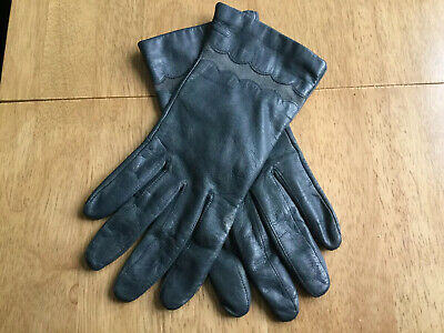 Ladies Green Soft Leather Gloves Size 7 1/2