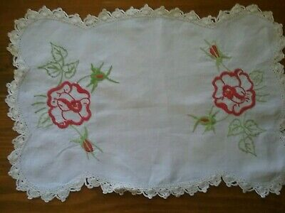 VINTAGE EMBROIDERED DOILY / CENTREPIECE   ' Roses '