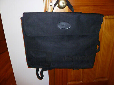 Black Canvas Art Portfolio/Carry Bag ...gently used  Good deal