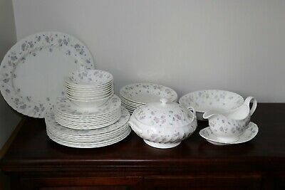 """Wedgwood  """"APRIL FLOWERS""""  Dinner service for 8 people"""