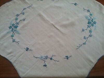 VINTAGE EMBROIDERED TABLECLOTH          80 x 80 cm.