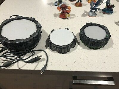 30 Skylanders Action Figuers With Bag  And 3 Portals