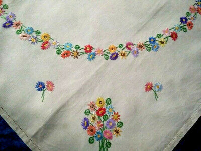 Gorgeous Daisy Circle & Posy Corners  Vintage Hand Embroidered Tablecloth