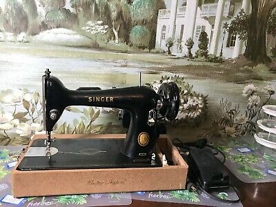 VINTAGE SINGER SEWING MACHINE MODEL 66 with case serviced works great