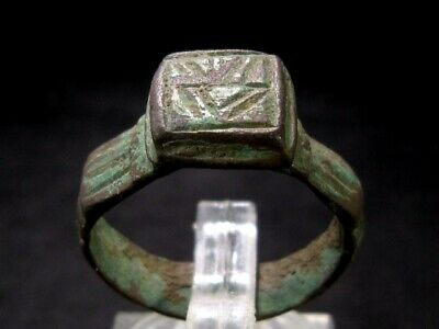 AMAZING ROMAN BRONZE RING w/ NICE DECORATION ON THE TOP+++