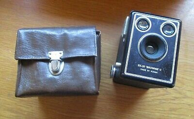 VINTAGE CAMERA Kodak Box Brownie with Original Case