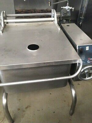 Groen skillet 30 gallon model BPM-30G Natural Gas Gently used w/ Faucet