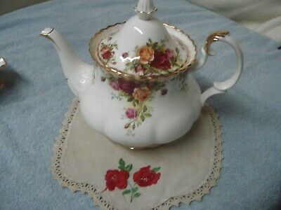 Imperfect Vintage LARGE TEAPOT Old Country Roses Tea Pot Royal Albert England