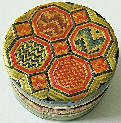 Antique Oriental Chinese Carved Button In Lovely Woven Straw Box