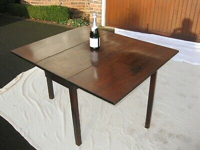 Antique Georgian drop leaf small mahogany dining table. Seats 4/6 People