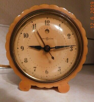 GENERAL ELECTRIC Butterscotch Round Bakelite/Catalin Table ALARM CLOCK