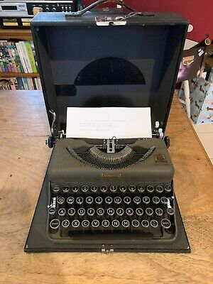 Vintage 1940's Imperial The Good Companion Model T Portable Typewriter & Case