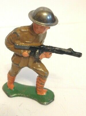 BARCLAY DIME-STORE SOLDIER W/black rifle military going toward enemy MANOIL toy