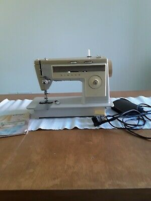 Singer Sewing machine 513 working foot pedal not working for spares or repair,