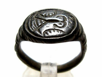 VERY RARE, High QUALITY ROMAN BRONZE RING, VERY INTERESTING IMAGE ON TOP+++