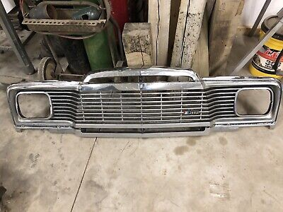 NOS Jeep Grand Wagoneer Radiator Surround Grille Support Stay Nylon Nut J4006126