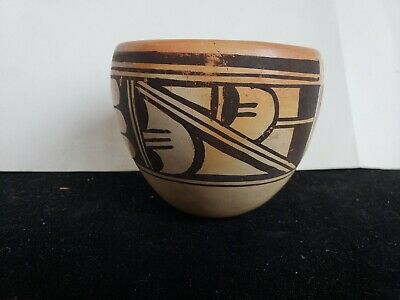Anette Silas signed Hopi Native American Pottery Pot