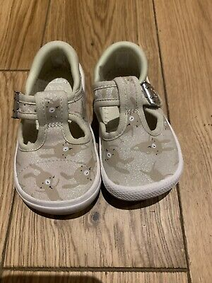 Girls Clarks Doodles Cotton White Combi Shoes Size UK Inf. 4 G.Wide Fit.