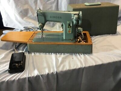 Vintage singer sewing machine Model 285k
