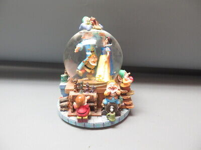 Walt Disney Snow White and the Seven Dwarfs Musical Snowglobe