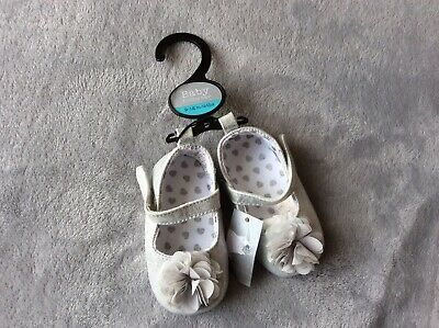 BNWT Baby Girls Flower Sparkly Silver Shoes 9-12 Months