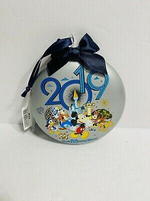 Disney 2019 Mickey Mouse And Friends 4 Parks WDW Glass Disk Ornament NEW