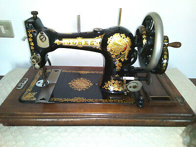 "Antique sewing machine: ""Jones Family - C.S "" -  Made in England  1925 - 1926"