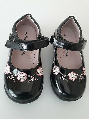Walkright Girls Black and Pink Shoes UK 6 USED