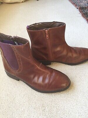 Ladies/Girls Clarks Brown Leather Ankle Boots  Size 3.5 F