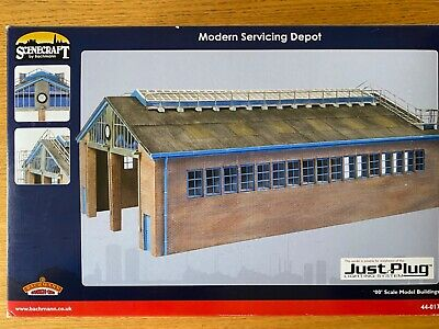 Bachmann Scenecraft 2 Road Engine Shed With Working Floodlights