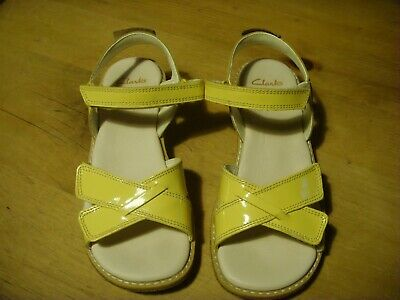 Girls Clarks Yellow Patent Leather Sandals Size 13.5 F (32.5M) Worn once RRP £38