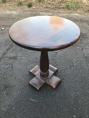 Ethan Allen Dark Antiqued Pine Old Tavern Round Pedestal Chunky Style Side Table