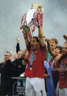 Football - Rio Ferdinand - Hand Signed A4 Photograph - Manchester United