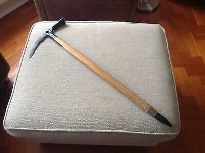 """A GOOD QUALITY 28.75"""" 73cm WOODEN STAFFED WALKING ICE AXE. APPY STAMP ON HEAD"""