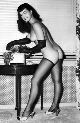 Bettie Page Naked With Gloves 8x10 Picture Celebrity Print