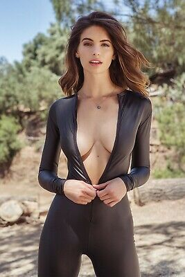 Elisabeth Giolito Posing For Phote 8x10 Picture Celebrity Print
