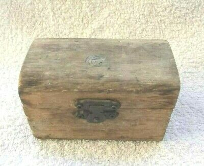 ANTIQUE CARVED RARE PRIMITIVE JEWELRY BO WOODEN VINTAGE small size