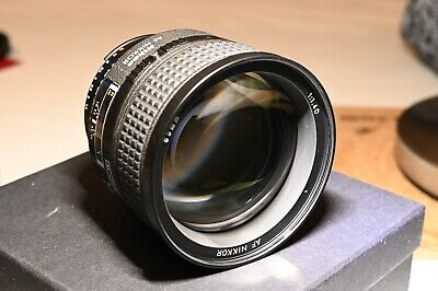 Nikon AF-S  Nikkor 85mm F/1.4 Prime Lens with original caps and box