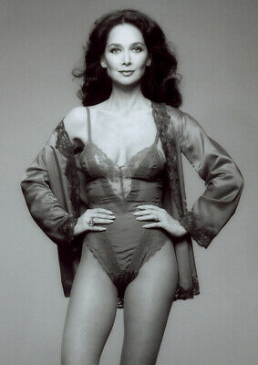 Suzanne Pleshette With Her Hands On Her Waist 8x10 Picture Celebrity Print