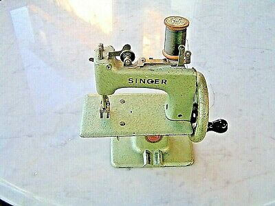 Vintage Singer Sewhandy Model 20 Learner Sewing Machine