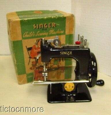 VINTAGE SINGER HAND CRANK TABLE TOP CHILDS SEWING MACHINE No 20 BLACK & BOX